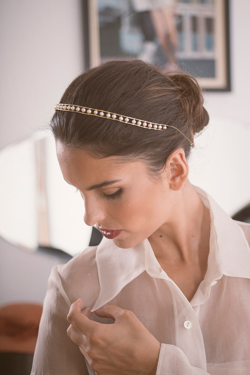 Tiara de novias con perlas naturales engarzadas en latón Fuffuna
